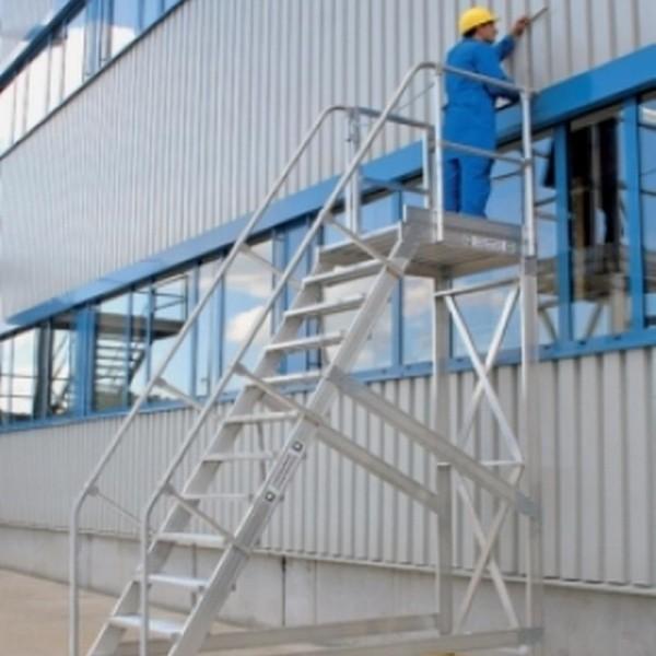 Escaliers avec plateforme mobile